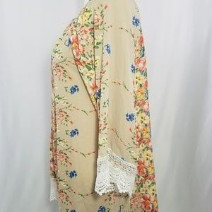 Other - Floral Print Kimono with Lace